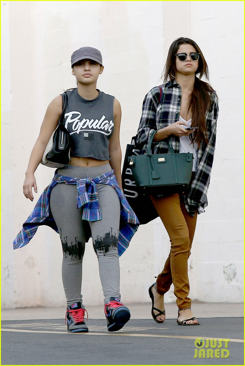 selena gomez shops before hanging out with justin bieber 113022439