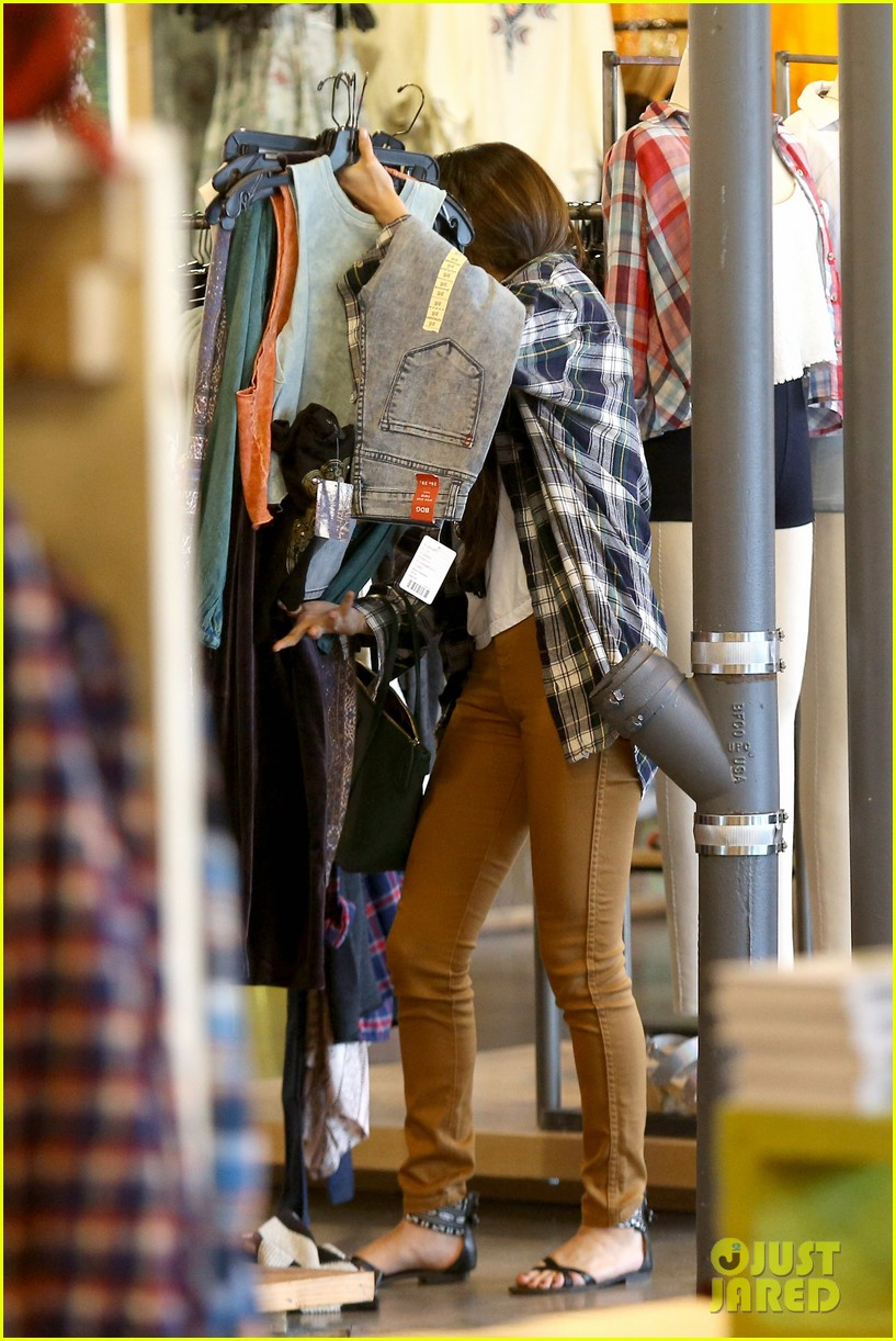 selena gomez shops before hanging out with justin bieber 143022442