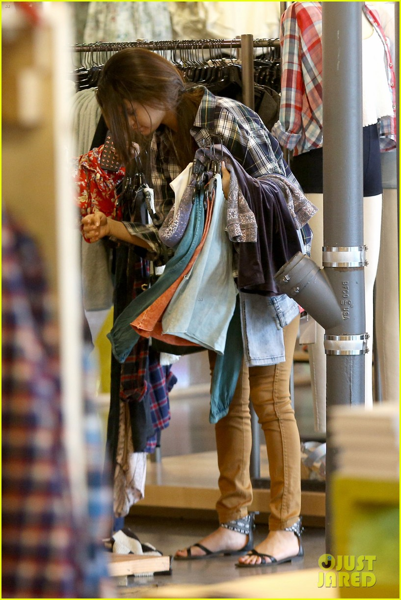 selena gomez shops before hanging out with justin bieber 153022443