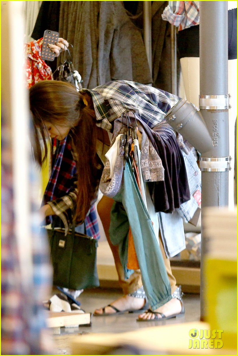 selena gomez shops before hanging out with justin bieber 163022444