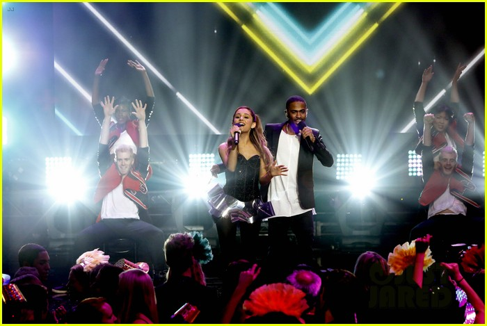 ariana grande dick clarks new years rockin eve performance video 123020836