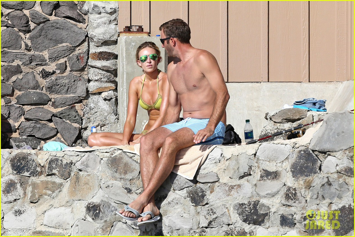 paulina gretzky golfer dustin johnson beach bods in hawaii 023023919
