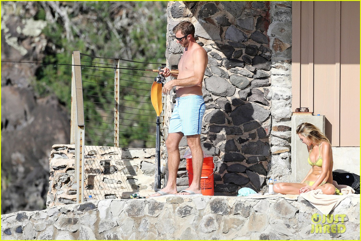 paulina gretzky golfer dustin johnson beach bods in hawaii 093023926