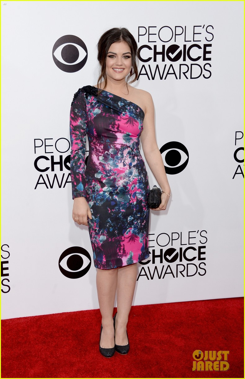 lucy hale peoples choice awards 2014 red carpet 023025469