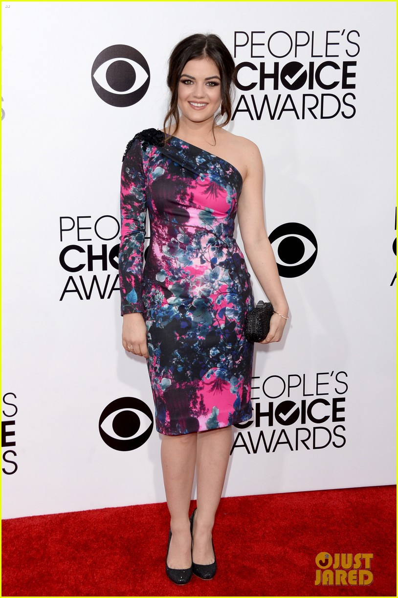 lucy hale peoples choice awards 2014 red carpet 04