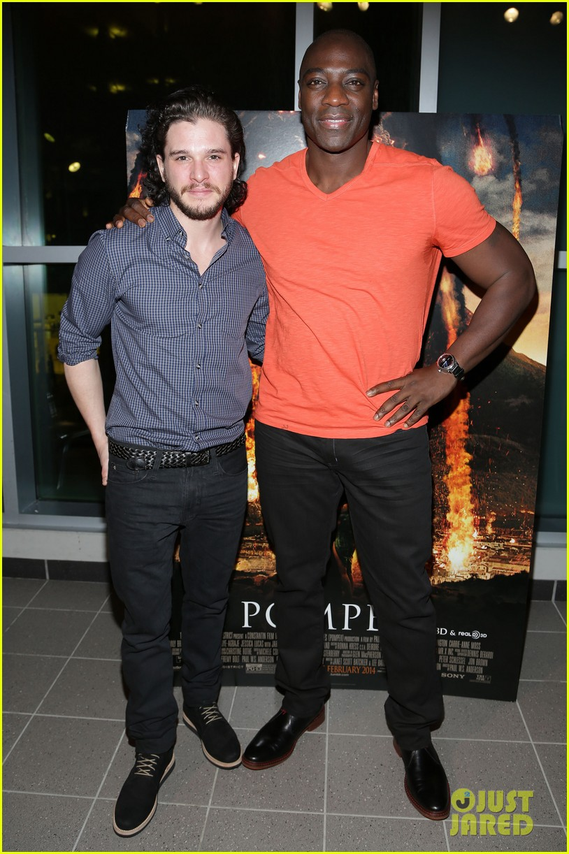 kit harington meets his fans at pompeii event in miami 01