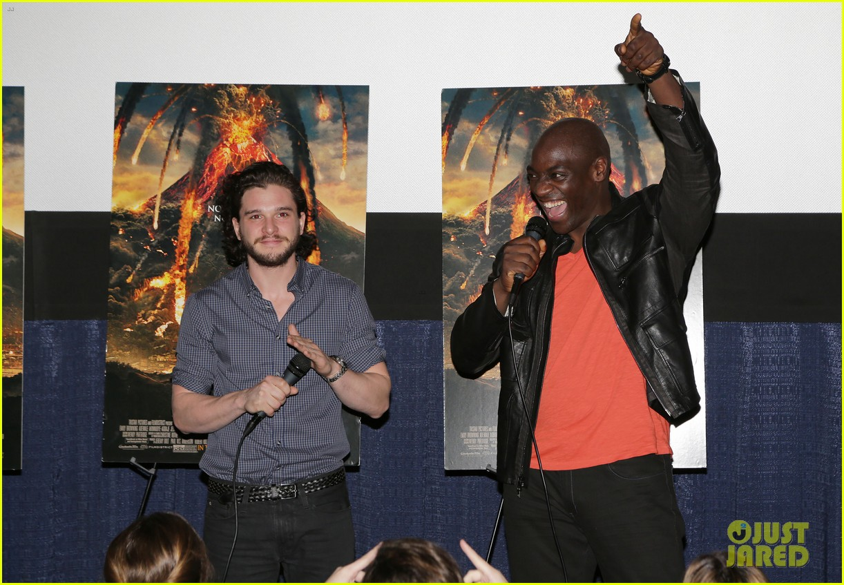kit harington meets his fans at pompeii event in miami 04