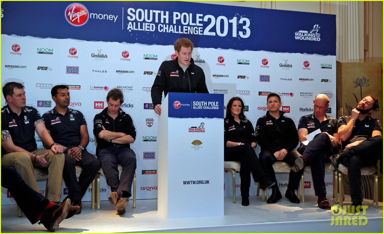 prince harry debuts freshly shaved face at south pole press conference 013037043