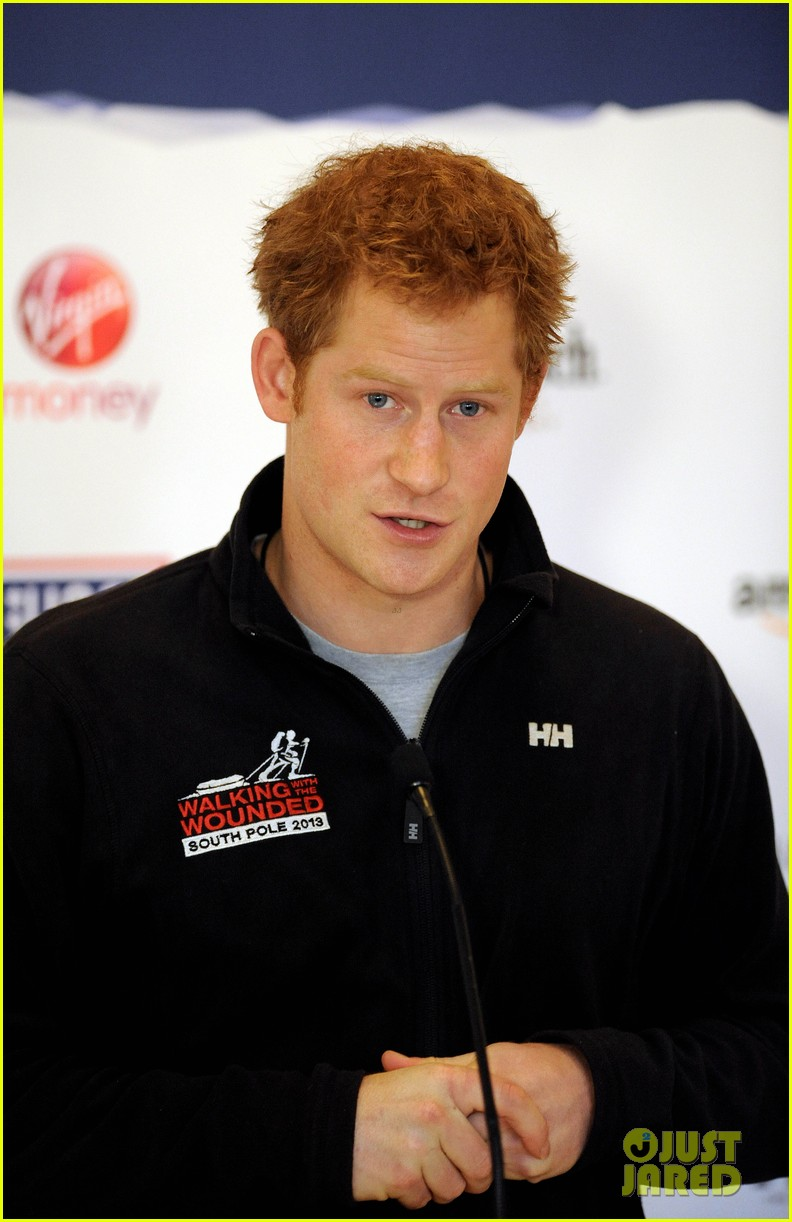 prince harry debuts freshly shaved face at south pole press conference 043037046