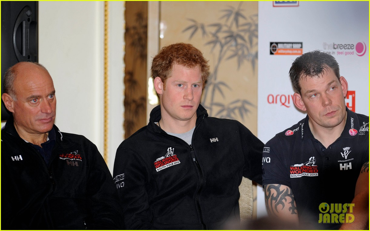 prince harry debuts freshly shaved face at south pole press conference 063037048