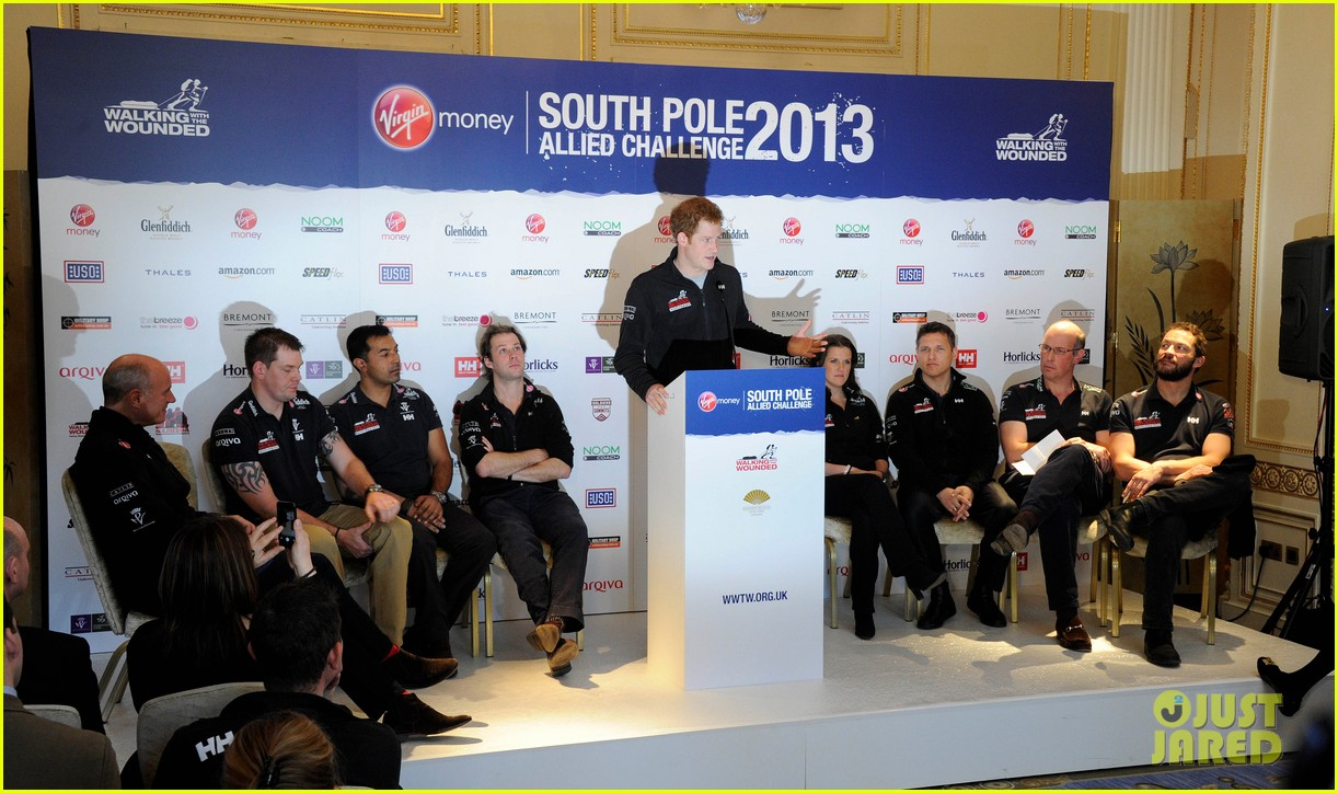prince harry debuts freshly shaved face at south pole press conference 073037049