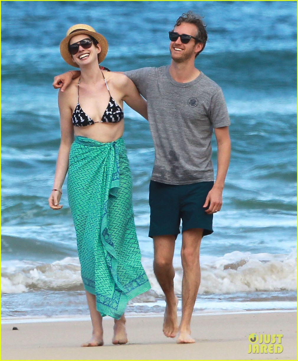 anne hathaway dons bikini top for hawaii beach stroll 01