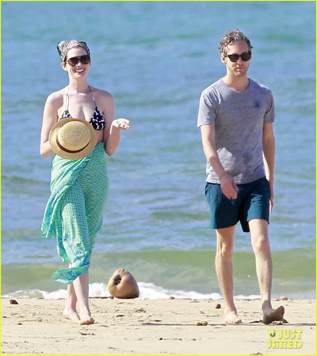 anne hathaway dons bikini top for hawaii beach stroll 223025993