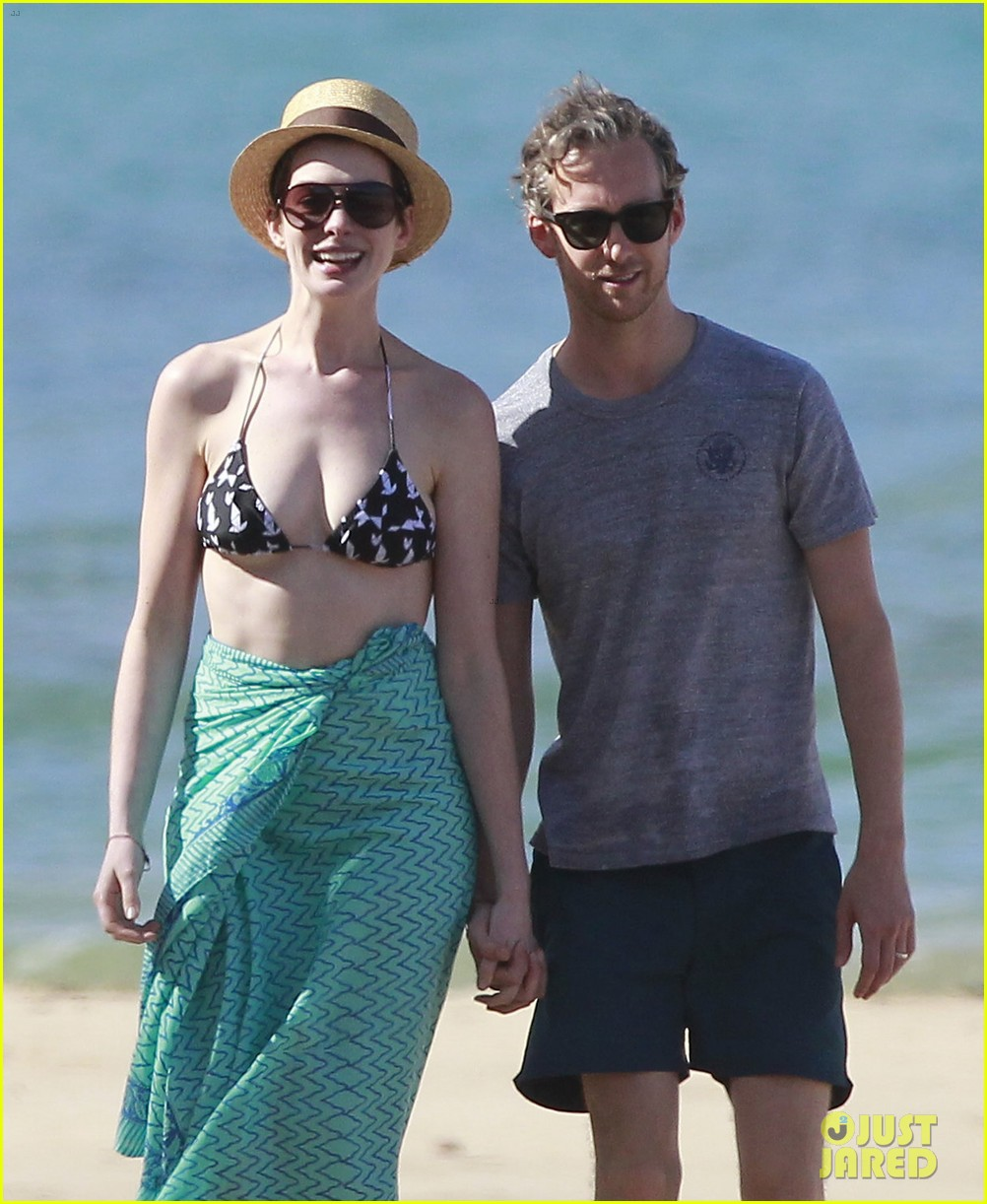 anne hathaway dons bikini top for hawaii beach stroll 243025995