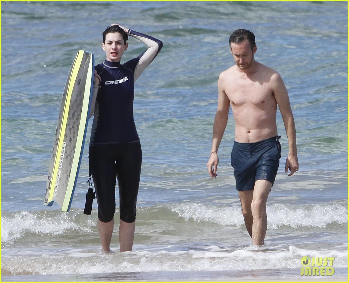 anne hathaway dons bikini top for hawaii beach stroll 253025996