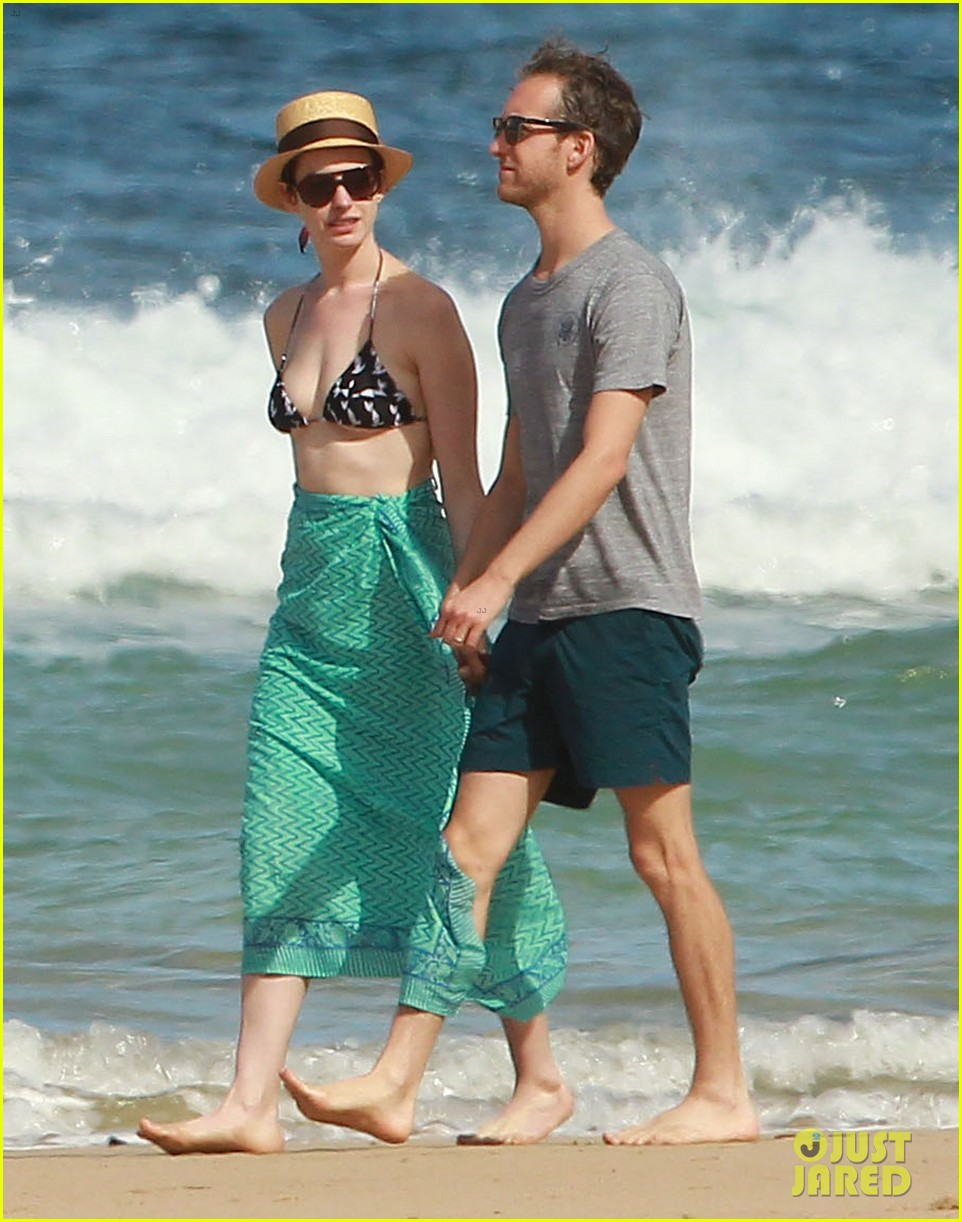 anne hathaway dons bikini top for hawaii beach stroll 283025999
