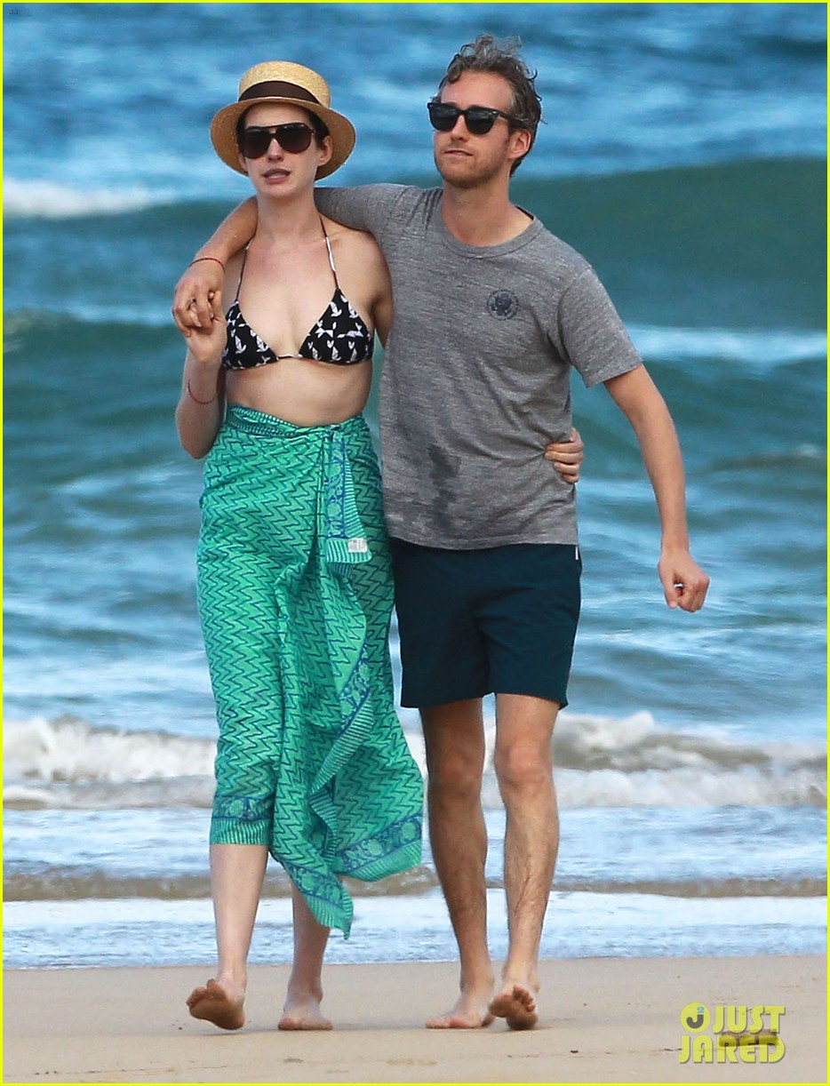 anne hathaway dons bikini top for hawaii beach stroll 313026002
