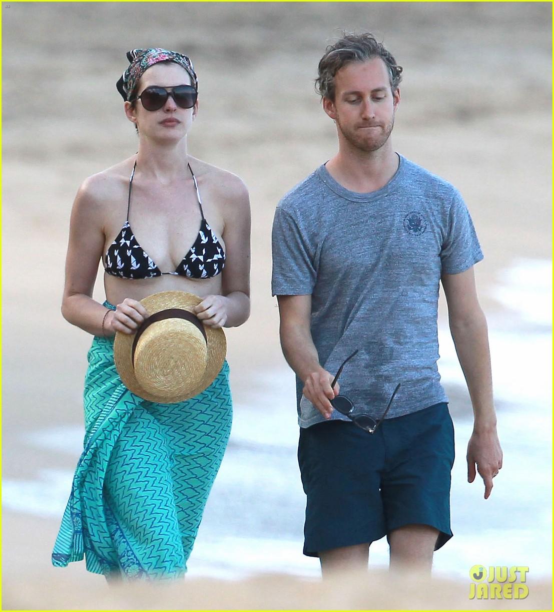 anne hathaway dons bikini top for hawaii beach stroll 323026003