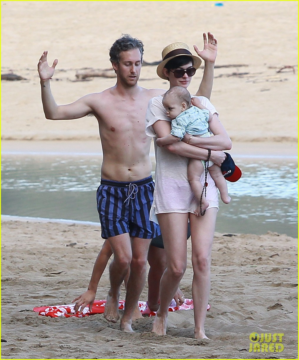 anne hathaway beachtime bliss with shirtless adam shulman 043026585