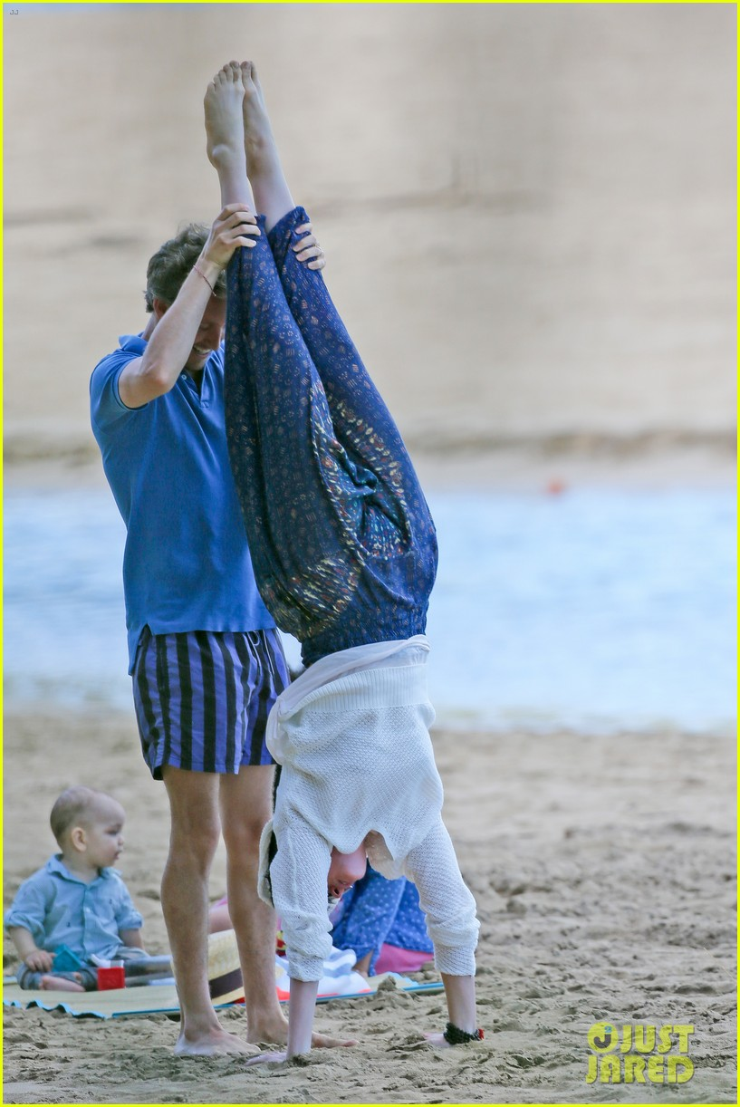 anne hathaway beachtime bliss with shirtless adam shulman 053026586