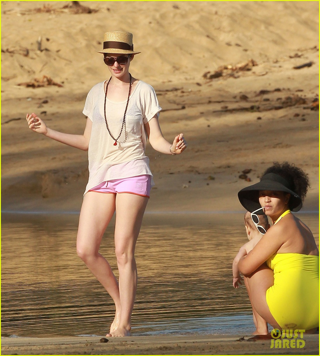 anne hathaway beachtime bliss with shirtless adam shulman 123026593