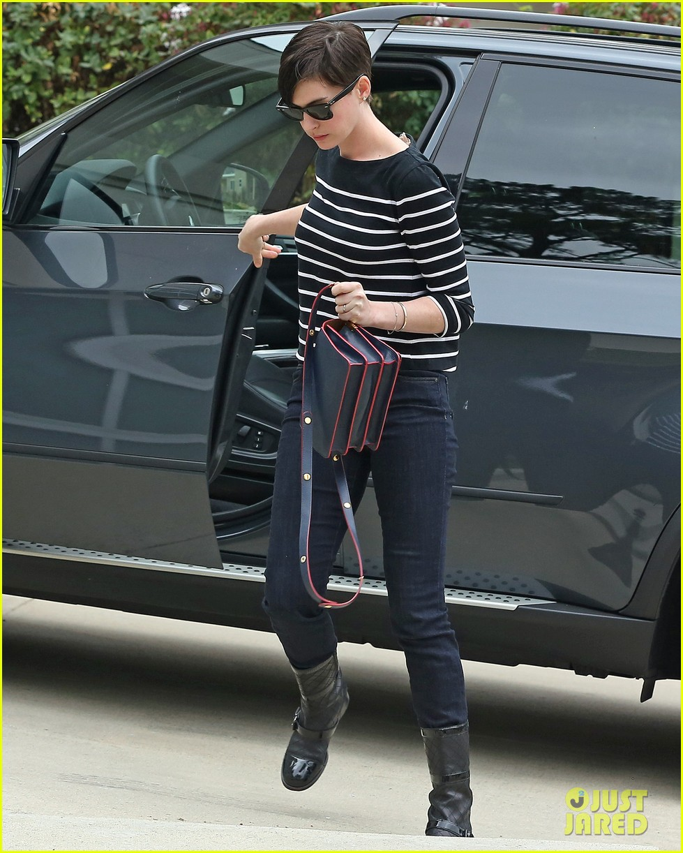 anne hathaway took beating from the internet after oscar win 053044822