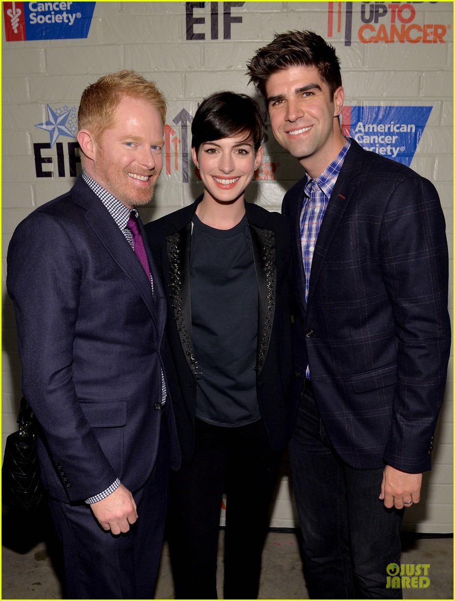 anne hathaway jesse tyler ferguson smile for stand up to cancer 083043256