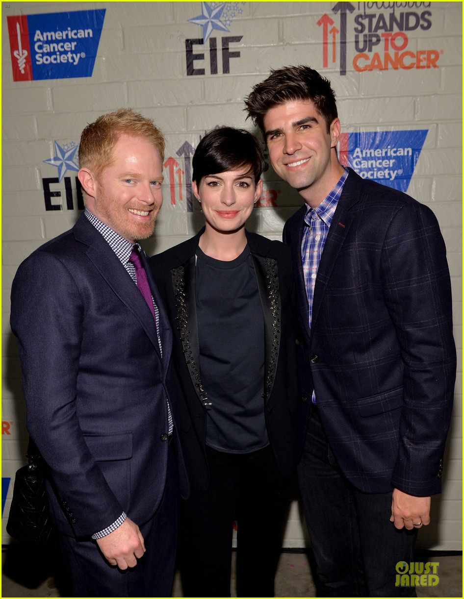 anne hathaway jesse tyler ferguson smile for stand up to cancer 183043266