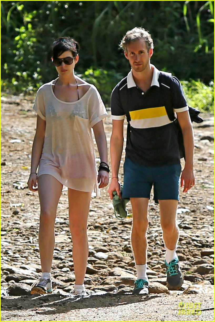 anne hathaway song one set for sundance premiere 013025027