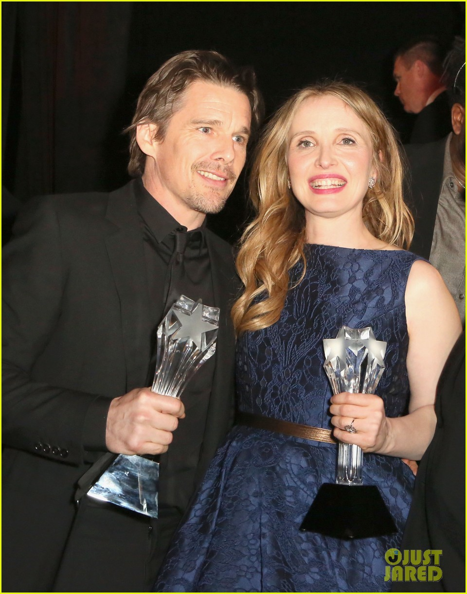 ethan hawke julie delpy win at critics choice awards 2014 023033126