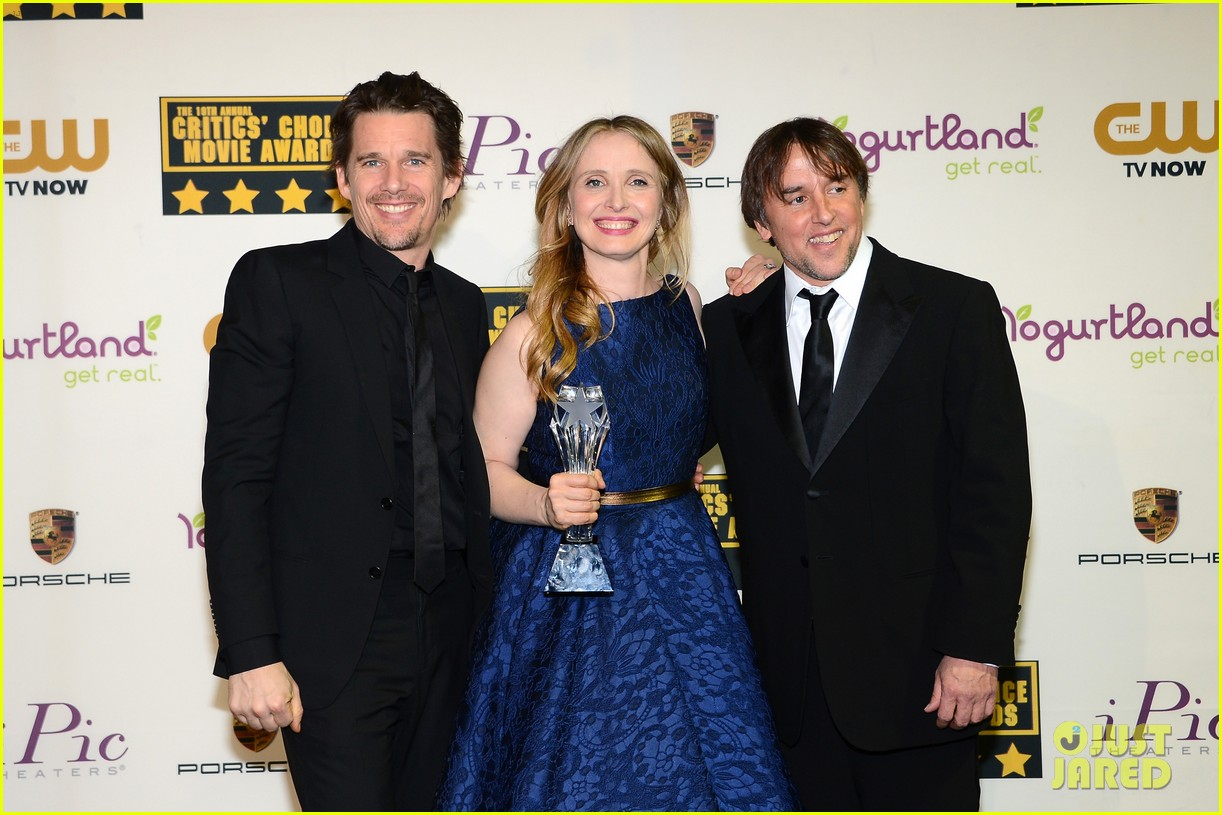 ethan hawke julie delpy win at critics choice awards 2014 10