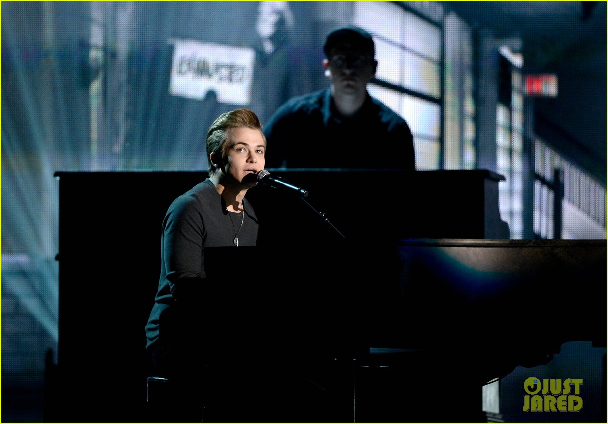 hunter hayes debuts invisible during grammys 2014 video 013041264