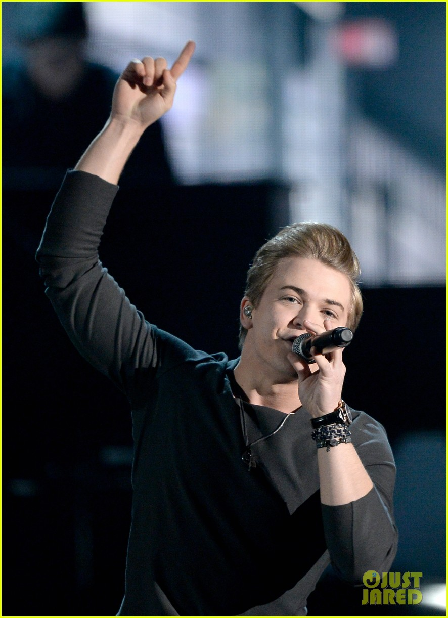 hunter hayes debuts invisible during grammys 2014 video 063041269