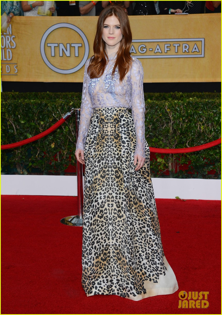 lena headey sophie turner sag awards 2014 red carpet 05
