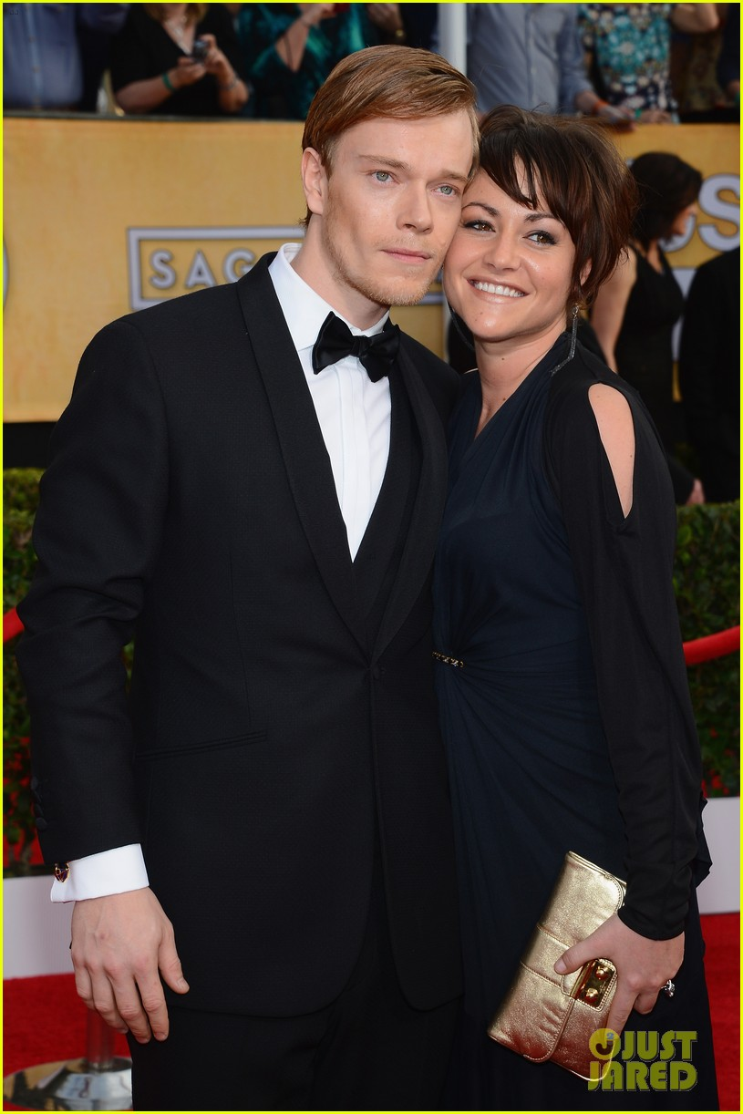lena headey sophie turner sag awards 2014 red carpet 06