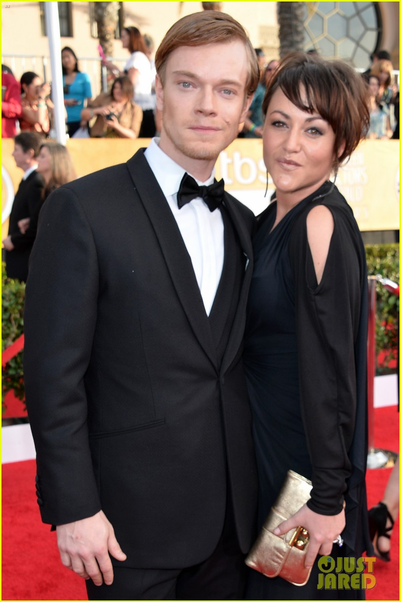 lena headey sophie turner sag awards 2014 red carpet 083034973