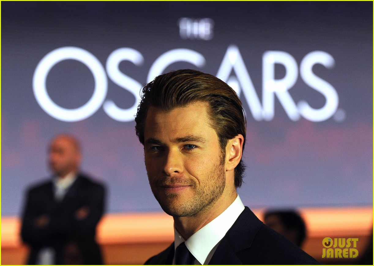 chris hemsworth announces oscar nominations 2014 033032532