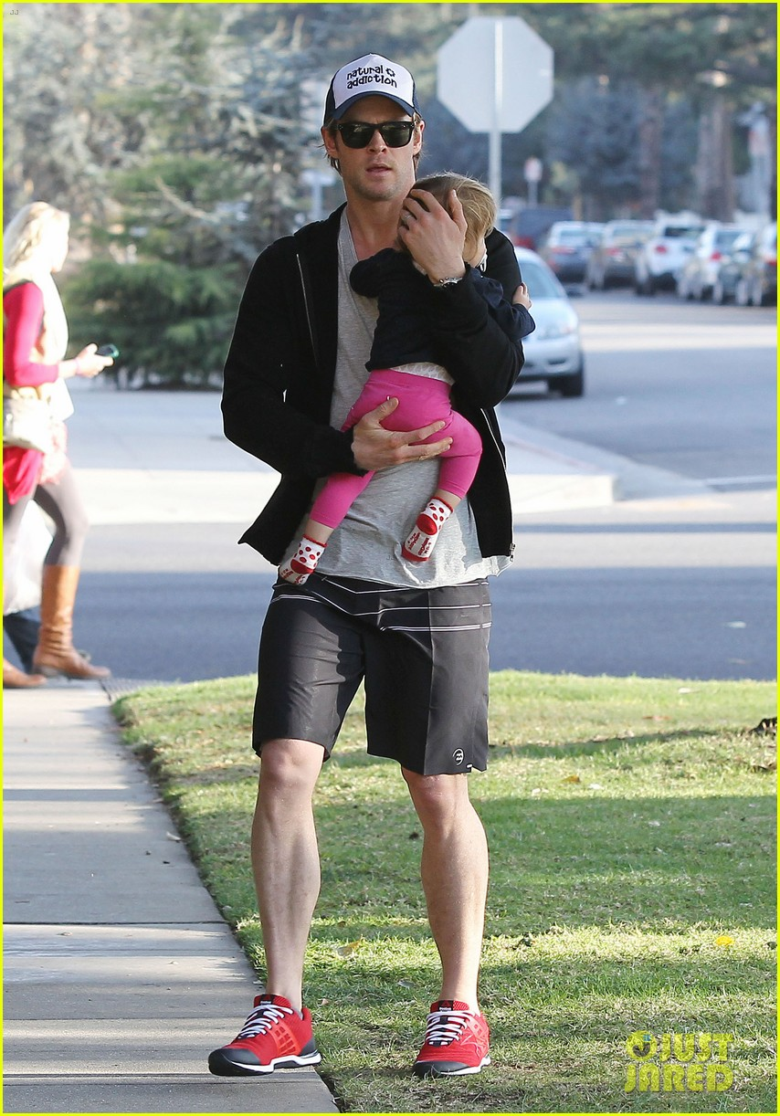 chris hemsworth santa monica errands with elsa pataky india 073026980