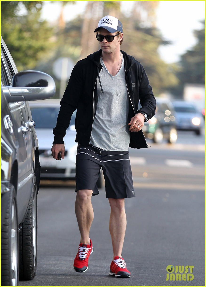 chris hemsworth santa monica errands with elsa pataky india 093026982