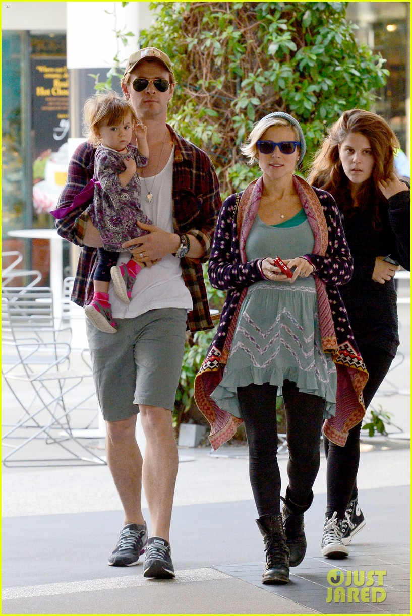chris hemsworth true food lunch with elsa pataky india 013025904