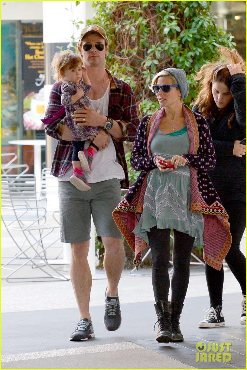 chris hemsworth true food lunch with elsa pataky india 153025918