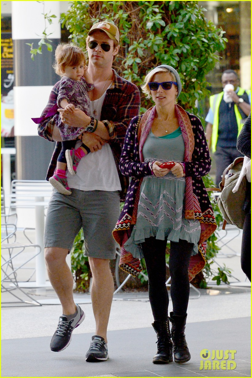 chris hemsworth true food lunch with elsa pataky india 173025920