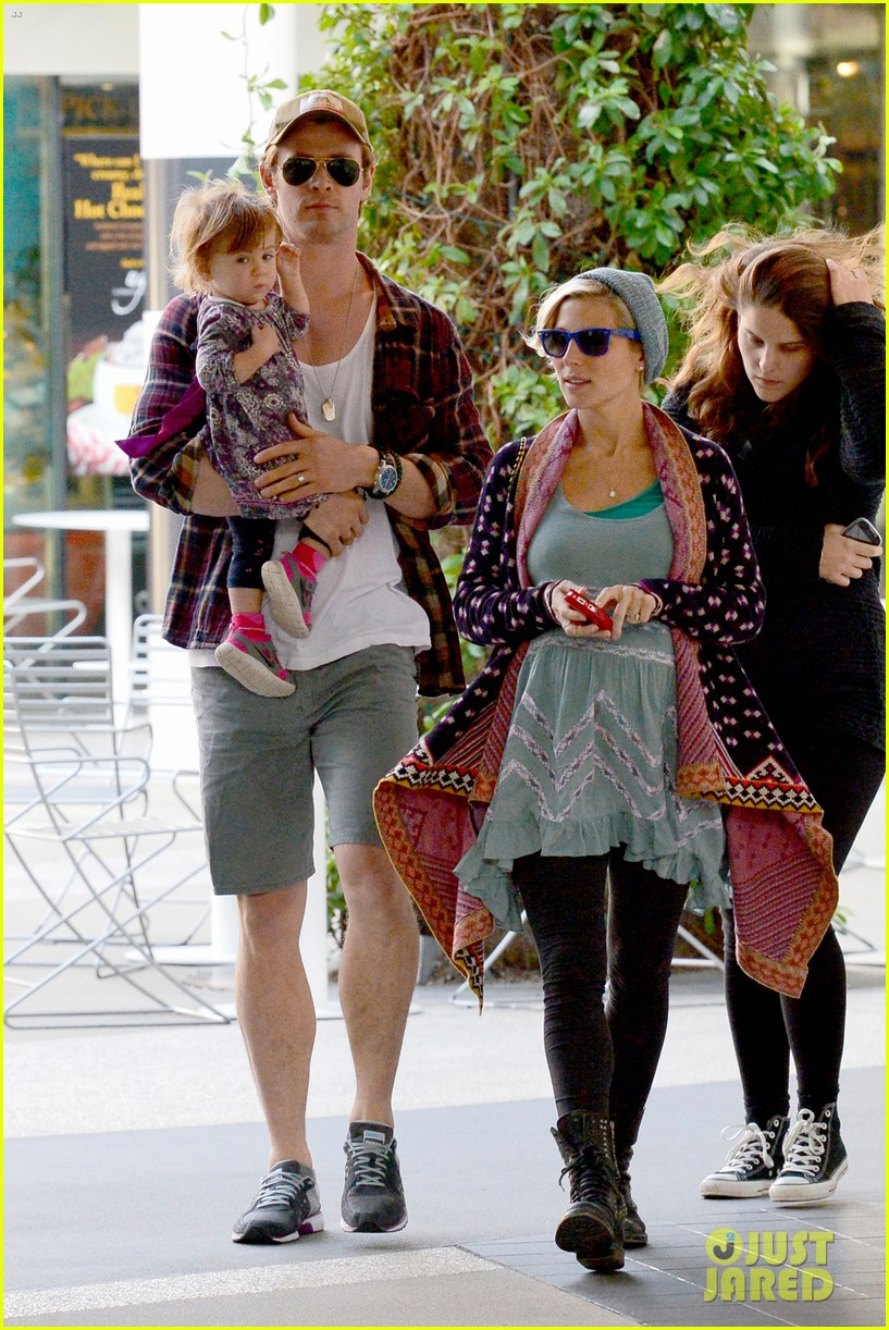 chris hemsworth true food lunch with elsa pataky india 253025928