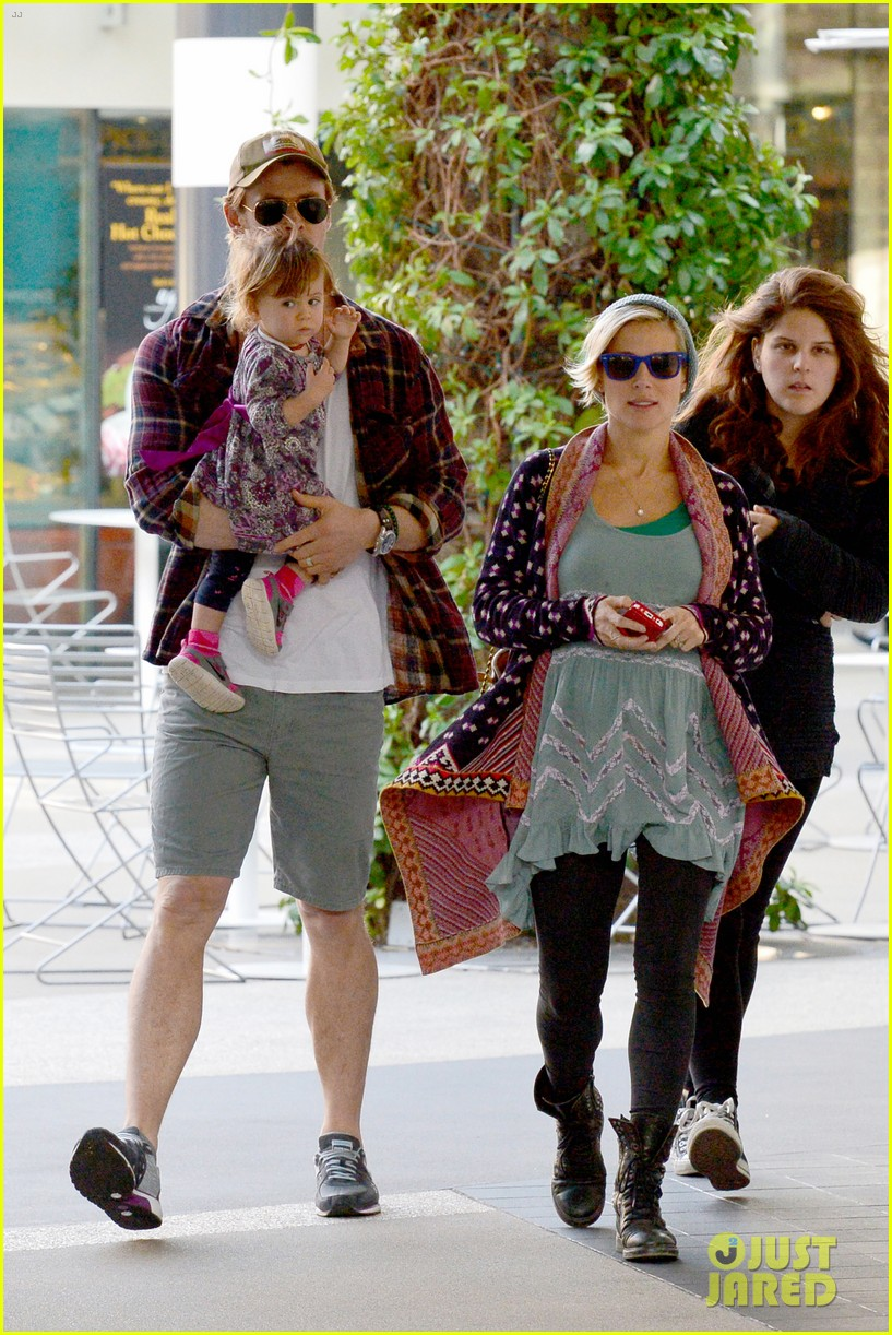 chris hemsworth true food lunch with elsa pataky india 283025931