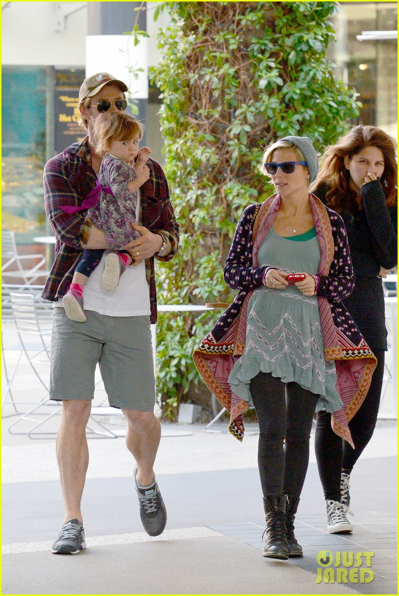 chris hemsworth true food lunch with elsa pataky india 293025932