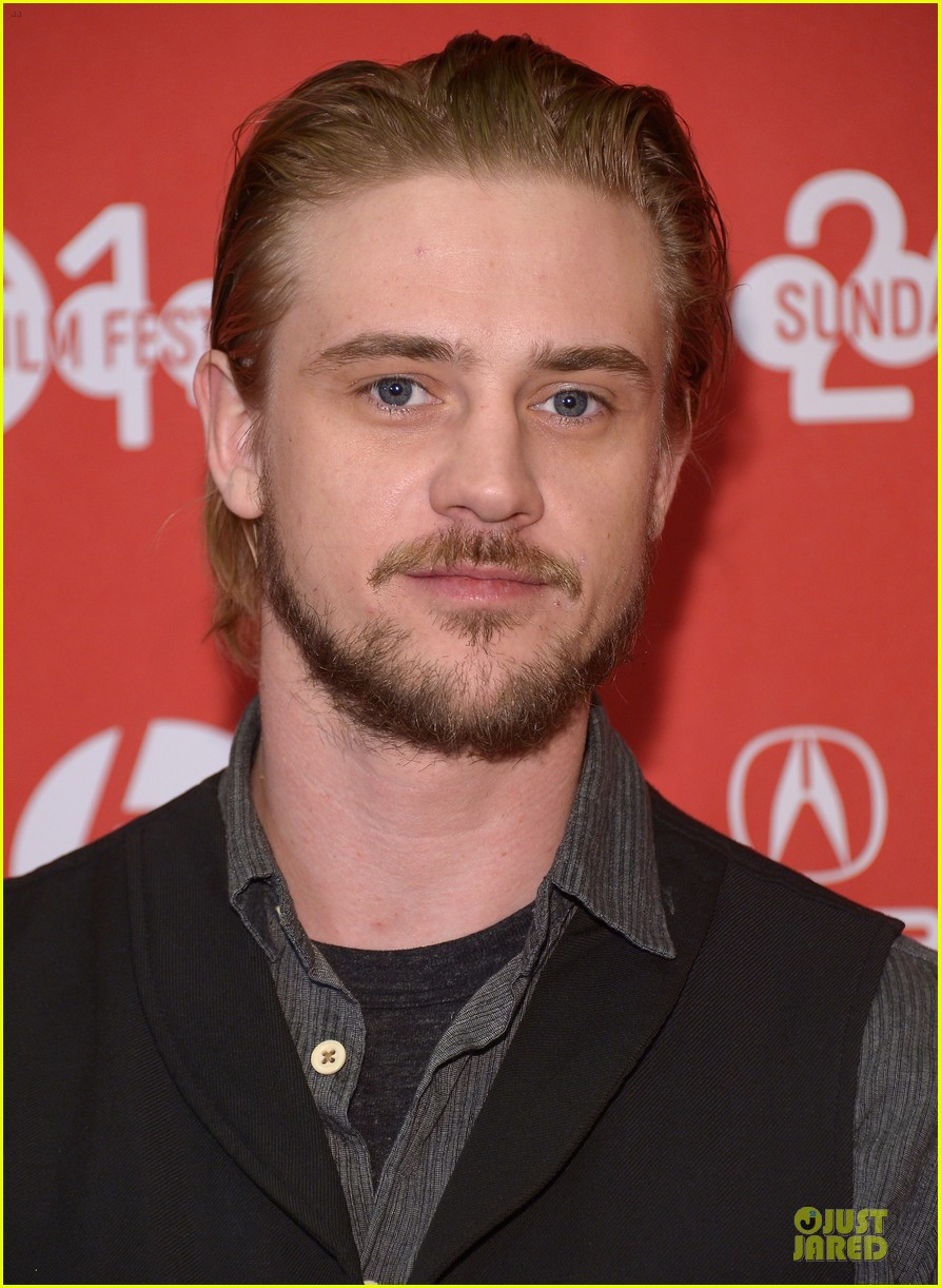 boyd holbrook elizabeth olsen meet up after little accidents premiere 063038280