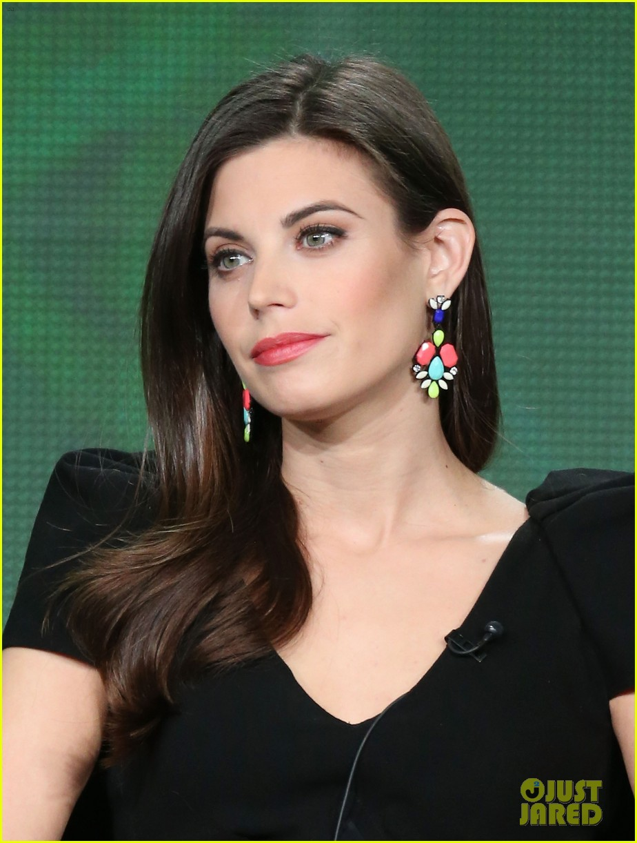 josh holloway meghan ory intelligence panel at tca tour 02