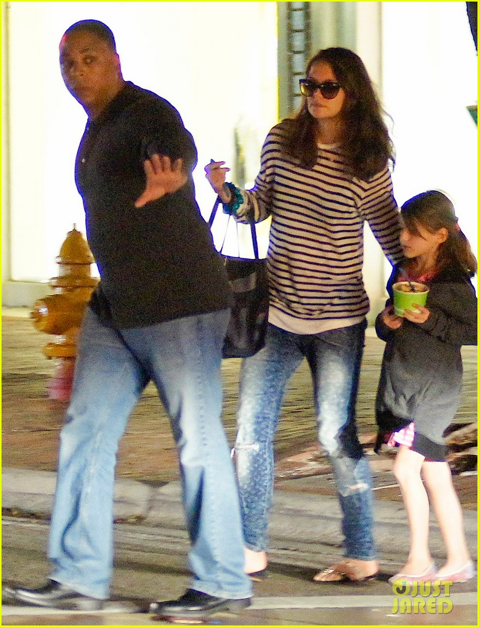 katie holmes goes shopping gets frozen yogurt with suri 073021884