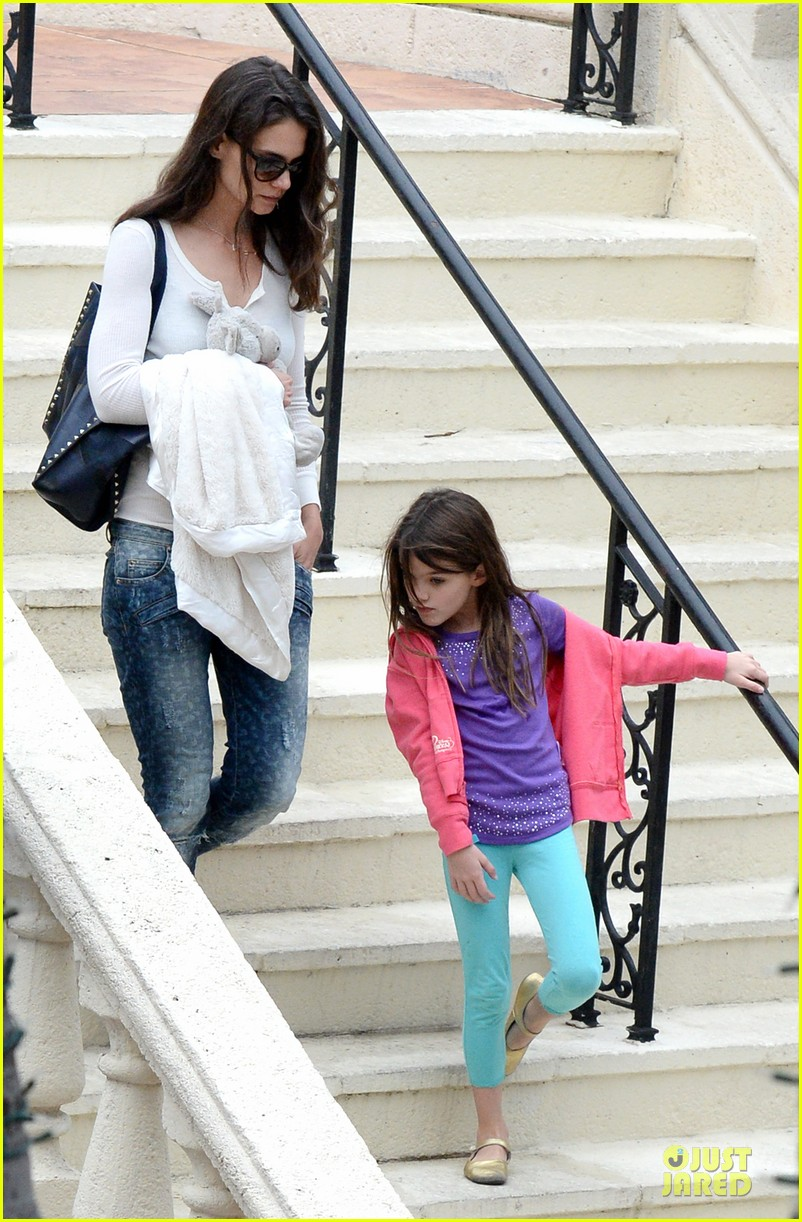 katie holmes suri continue miami vacation with movie day 053022672