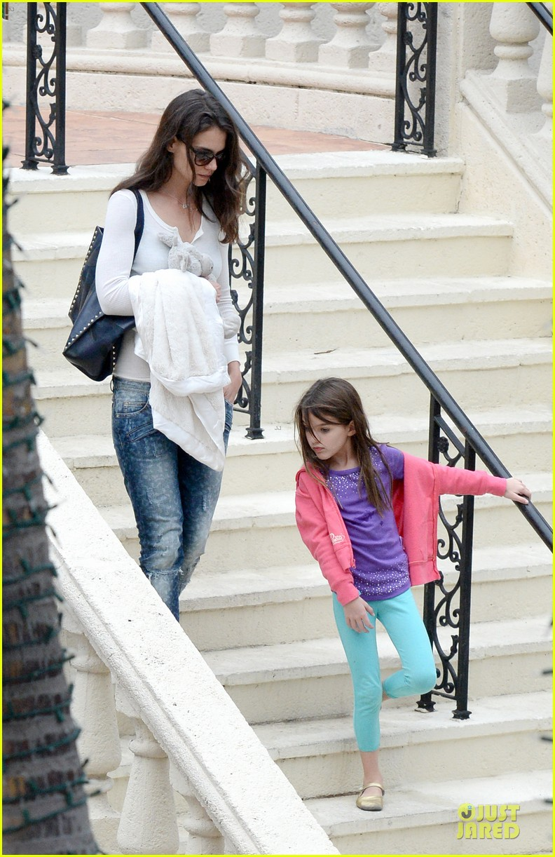 katie holmes suri continue miami vacation with movie day 073022674